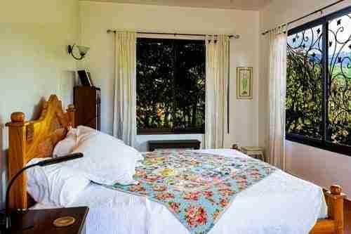 help arranging furniture in tiny bedroom